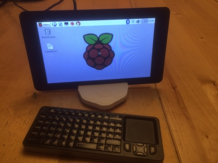 My shiny new touch-screen. With the docker kernal it was ptich black